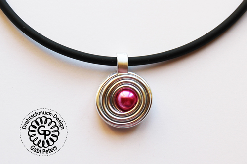 Alucollier mit rosa Perle