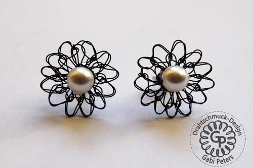 schwarze Draht Blüten Ohrstecker