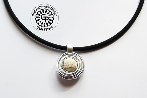 Alucollier mit weißer Lava Perle